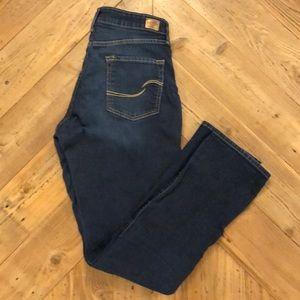 Levi Signature Slim Straight Shaping Jean